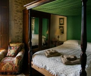 How To Choose Bedspreads For Four Poster Beds: The Ultimate Guide
